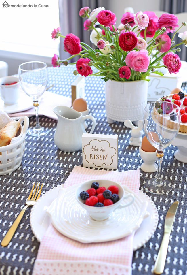 easter table with wooden name tags remodelando la casa