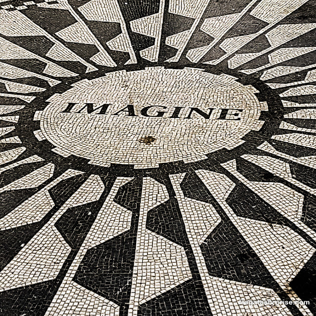 Strawberry Fields, memorial a John Lennon no Central Park, Nova York