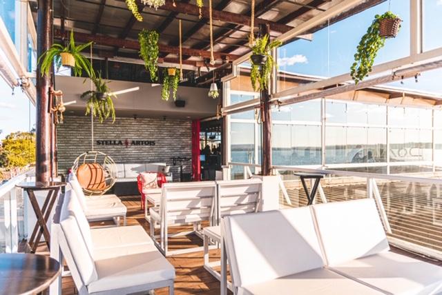 Guga Camafeu estreia projeto Amô de Domingo no restaurante Doma Rooftop