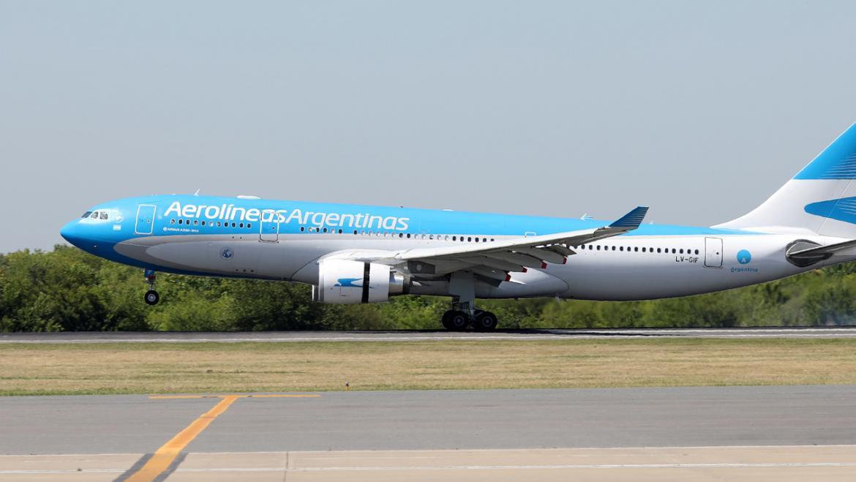 Aerolíneas Argentinas traslada 14 vuelos de Aeroparque a Ezeiza por brote de coronavirus en sus técnicos