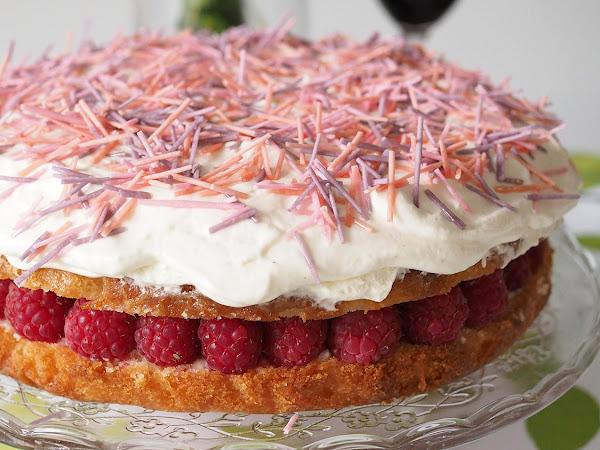 Raikkaan herkullinen Lemon Raspberry Cream Cake