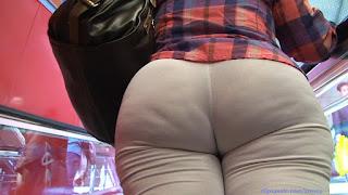 Señora caderona pantalones yoga blancos pegados