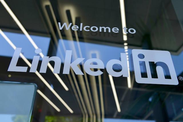 Linkedin: antes te ayudaban a conseguir empleo, ahora lo están buscando