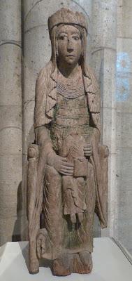 ROMÁNICO EN NUEVA YORK. THE CLOISTERS MET. Virgen en trono con niño