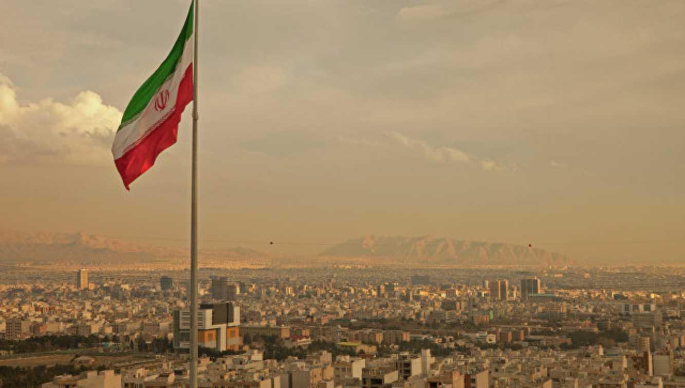Iran meluncurkan rudal balistik untuk pertahanan