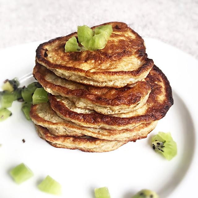 Fit placuszki bananowe (banana pancakes)