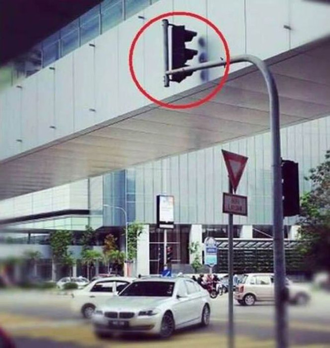 32 Design Fails That Make Little — To Zero — Sense - I'm sure this made traffic go swimmingly