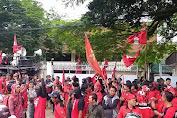 GMNI dan Massa Buruh Gelar Aksi: Tolak PHK Sepihak PT. Karet Mas