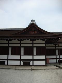 le pareti dell'edificio con i loro caratteristici pilastri