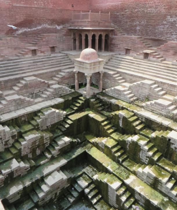 A huge, complex stepwell in Jodhpur (Image © by Victoria Lautman)