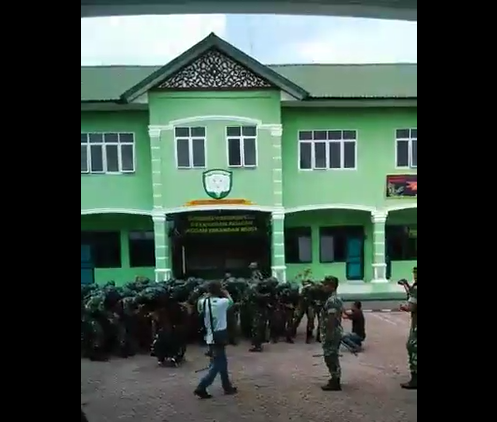 Di Sela Sela Istirahat Pengamanan Pilkada Aceh Prajuruit TNI Kodim 0103/AUT