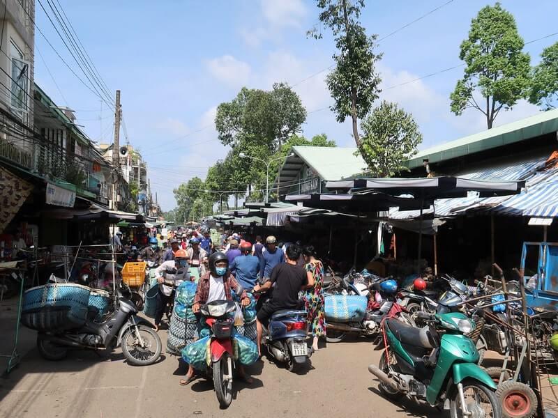 Đường Nguyễn Huệ khu vực chợ thực phẩm Sa Đéc