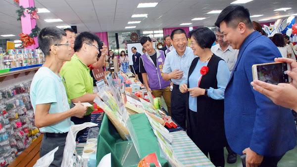 台灣優格餅乾學院及緞帶王 榮獲優良標竿觀光工廠