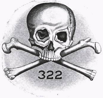 Símbolo da sociedade secreta Skull and Bones, contendo um crânio, dois ossos cruzados e o número 322.