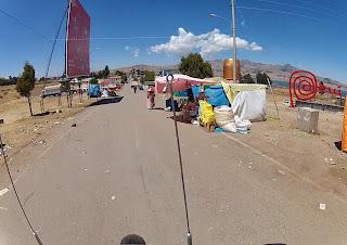 Cruzando a fronteira Bolívia / Peru.