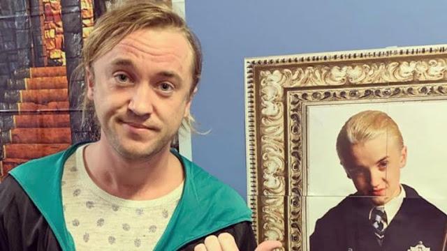 Tom Felton posta foto no Instagram ao lado de quadro de Draco Malfoy e 'reclama' de como envelheceu; Matthew Lewis comenta   Ordem da Fênix Brasileira