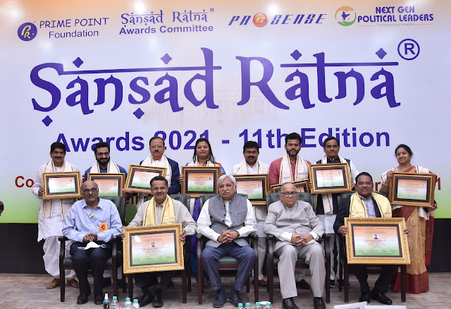 11th edition of Sansad Ratna Awards held at Constitution Club of India, New Delhi - Group photo with Awardees
