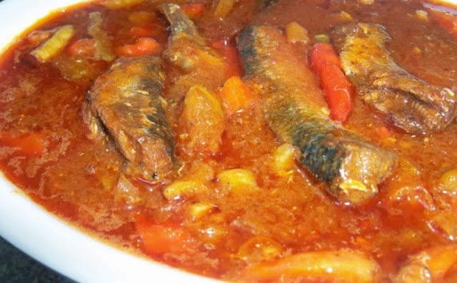 memasang-sarden-spesial-tomat-pedas
