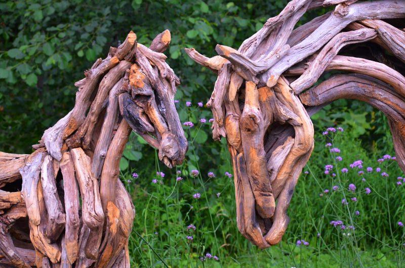 cavalos de madeira