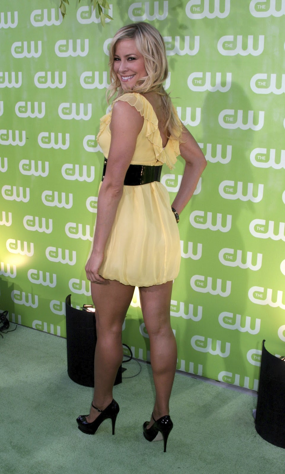 Brittany Daniel s muscular CALVES collection - 3 -Brittany Daniel Movies