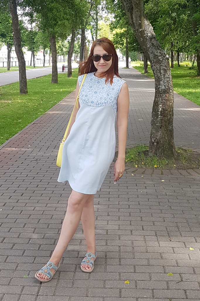 Vintage early 70s linen dress with embroidery