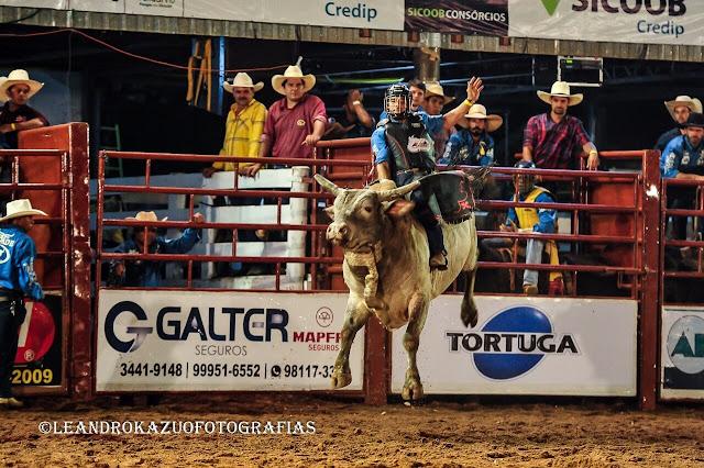Combate na arena da Expoac garante vaga extra no Barretão