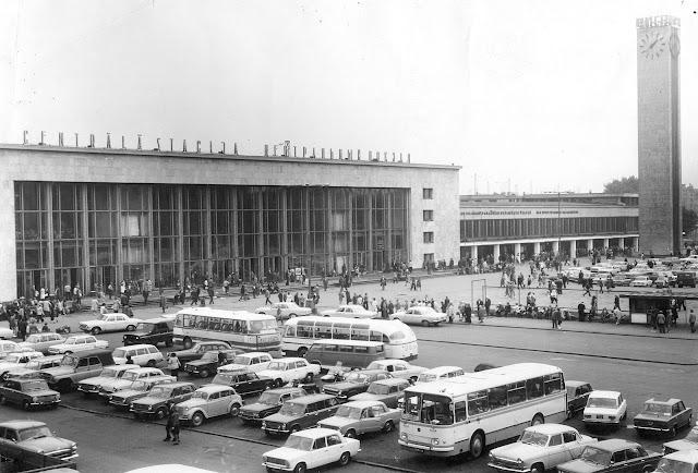 1970-е годы. Рига. Рижский Центральный ж/д вокзал и Привокзальная площадь.