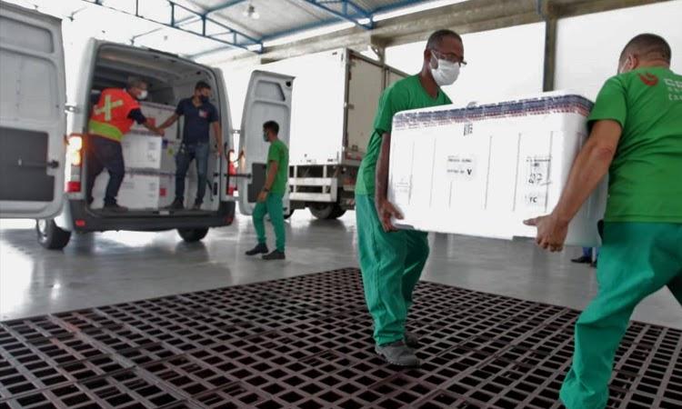 Bahia recebe lote com 351.750 mil doses da vacina AstraZeneca