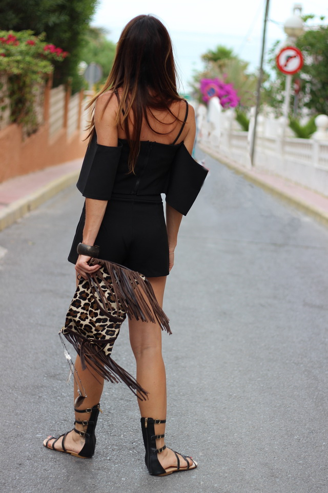 Total black look - Sheinside Look - Fashion blogger - Crop top - Two pieces - Back - Shoulder off