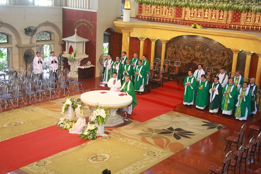 Ngày thứ Ba: Kính viếng và cầu nguyện cho Đức cha Phanxicô Xaviê Nguyễn Văn Sang - Ảnh minh hoạ 3