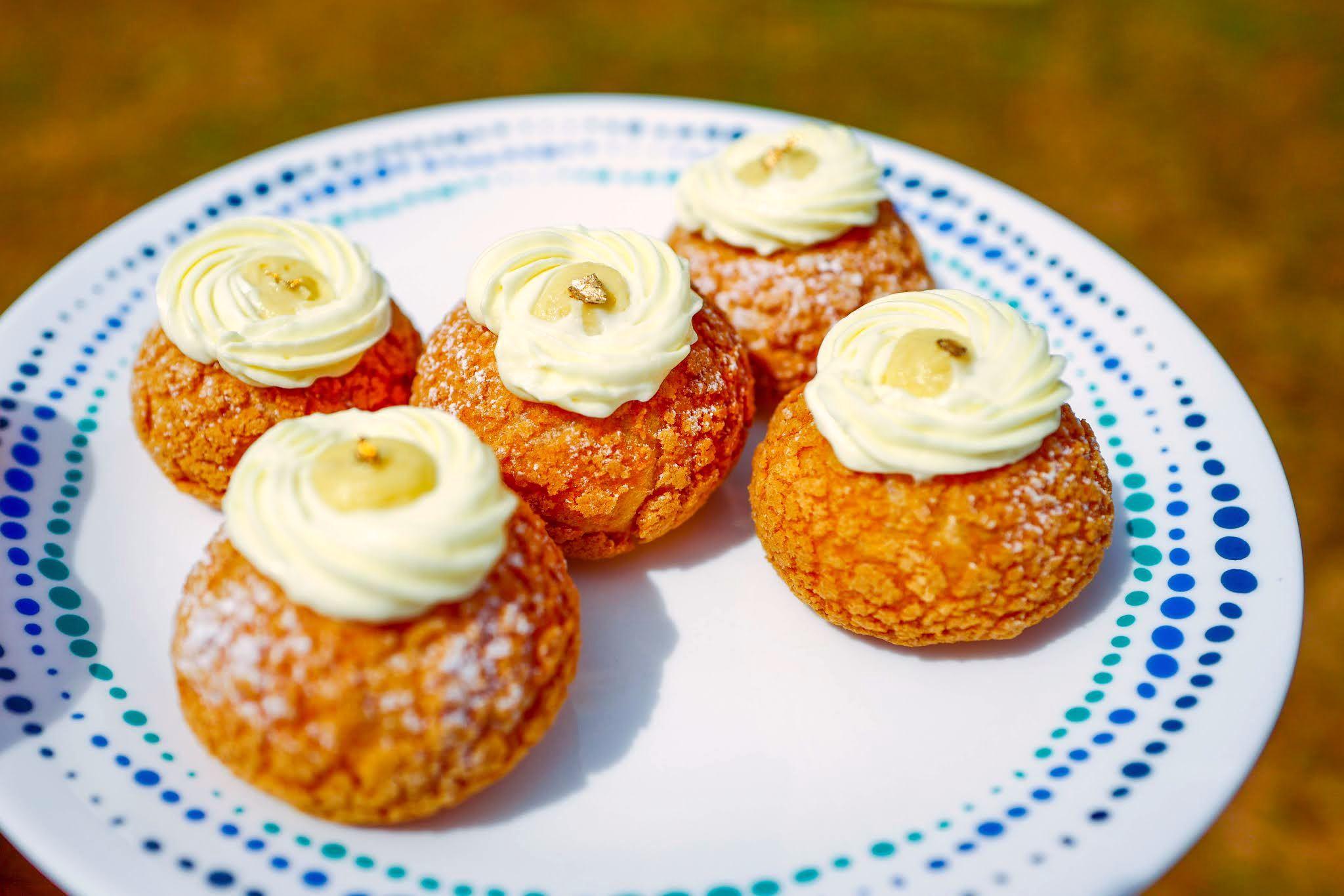 mj bakes choux: musang king choux