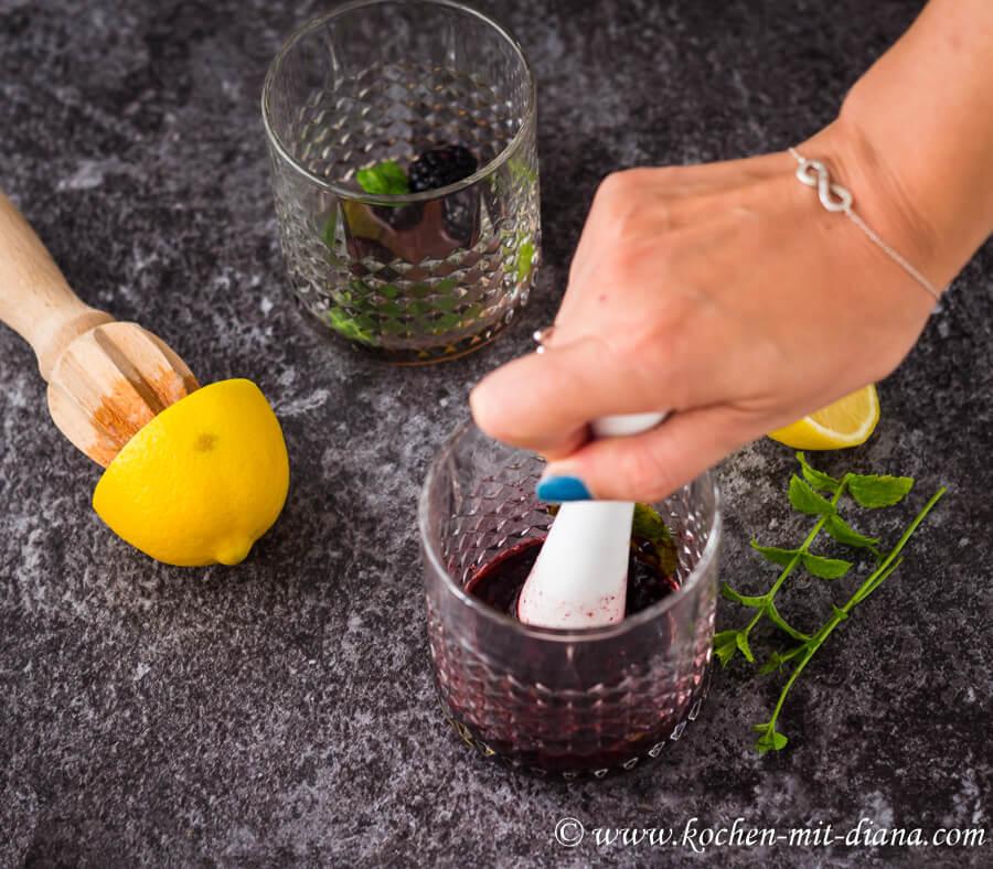 Zubereitung Brombeer-Cognac-Cocktail