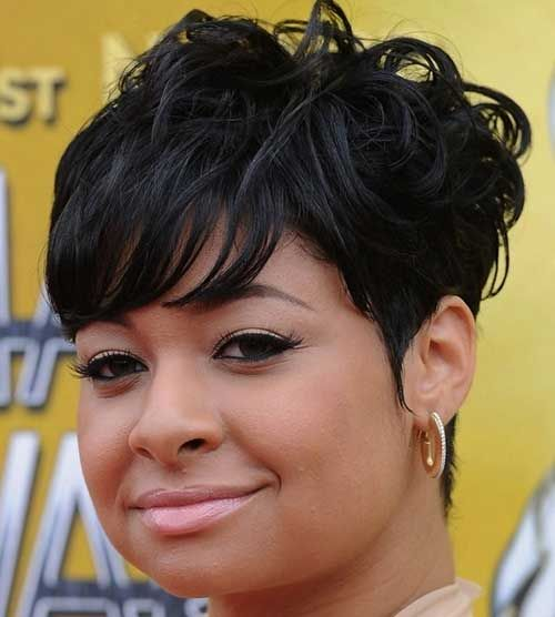 15 popular short hairstyles for round face shape black women