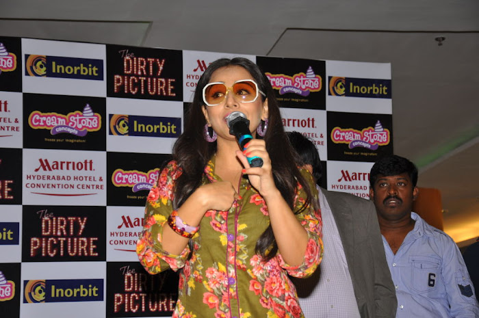 vidya balan new cream stone ice cream launch  hot images