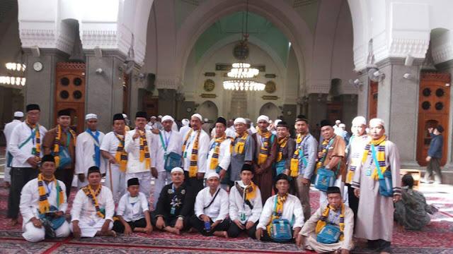 Jamaah Umroh Khazzanah Tour di Masjid Kuba