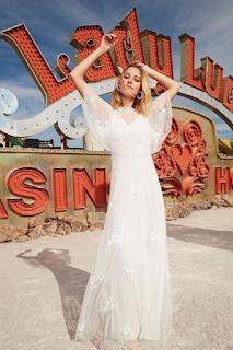 robe de mariee perlee ecru collection mariage en vue naf naf 2019