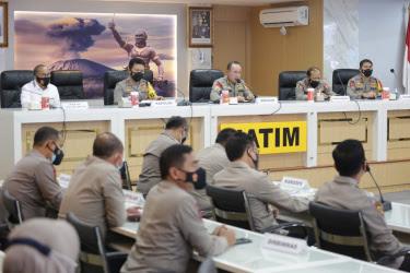 Pejabat Utama Polda Jatim dan Polres/ta Jajaran Menerima Pengarahan Dari Irwasum Mabes Polri
