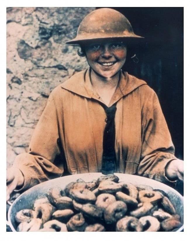 [유머] 전쟁터의 도넛걸 -  와이드섬