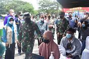 Pangdam VI/Mulawarman Tinjau Pelaksanaan Serbuan Vaksin, Lihat Antusias Masyarakat Kota Samarinda