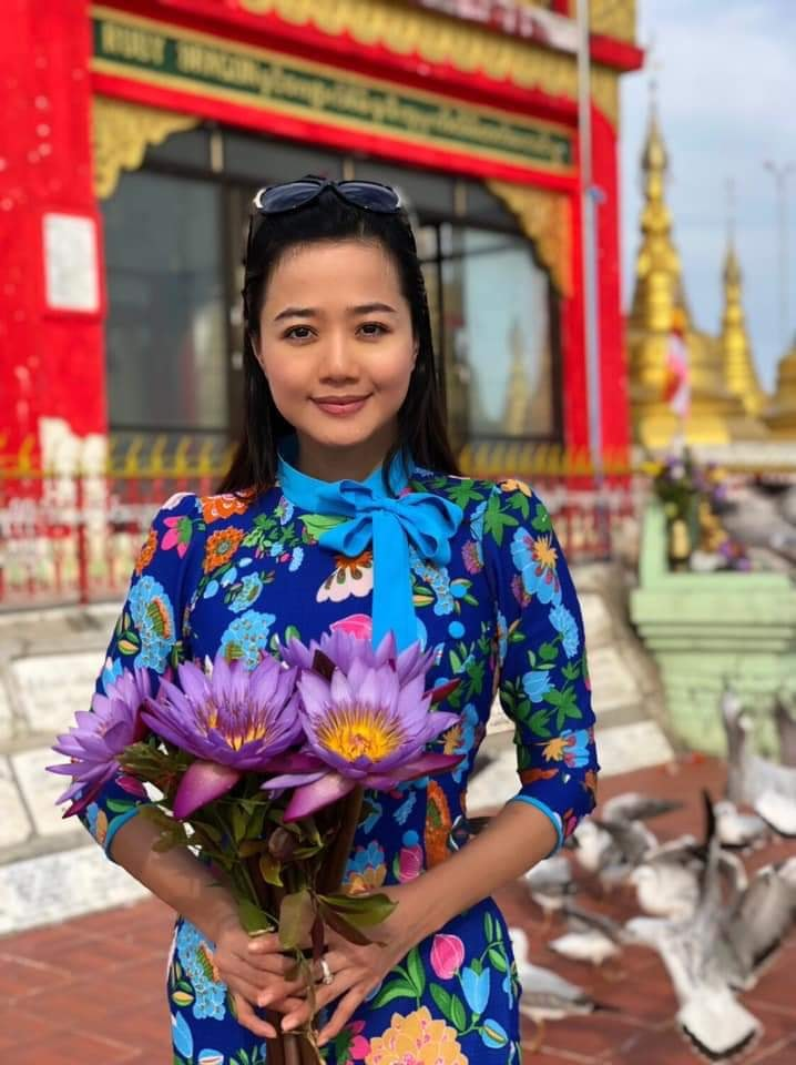 Pa Pa Win Khin: With Beautiful Myanmar Outfit Fashion