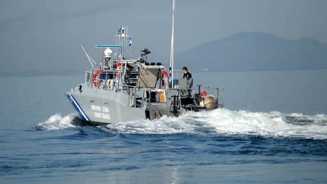 Ακυβέρνητο πλέει φορτηγό πλοίο κοντά στην Αίγινα