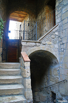 Scale e scorci del centro storico di Pitigliano