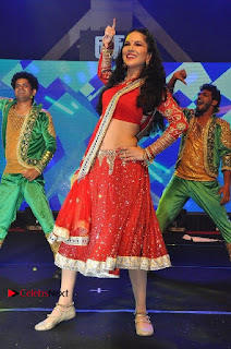 Bollywood Actress Model Sunny Leone Dance Performance in Red Half Saree at Rogue Audio Launch 13 March 2017  0064.jpg