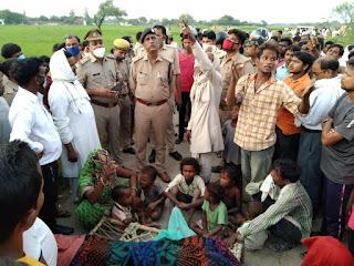खेत में काम कर महिला के ऊपर गिरा हाईवोल्टेज तार, मौत | #NayaSaberaNetwork