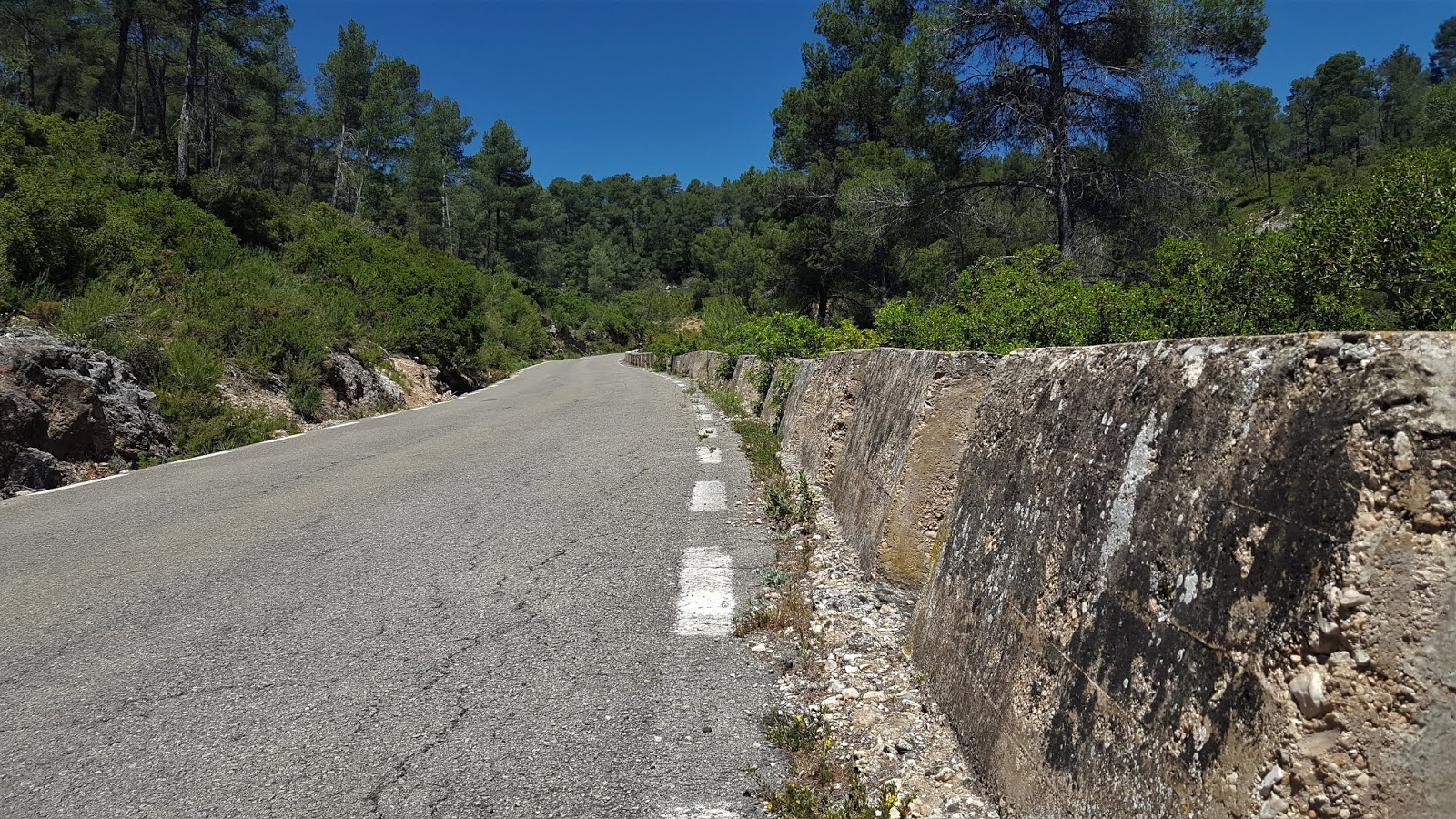 Concrete crash barriers on the climb to Casas de Benalí, CV-584, Valencia