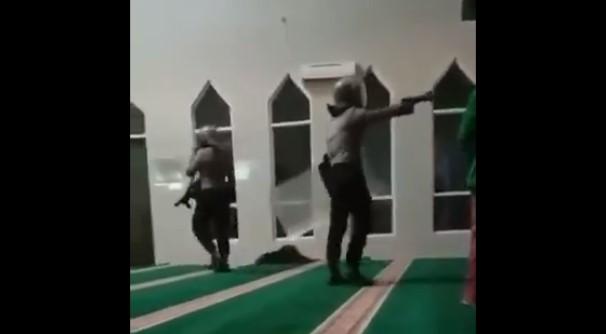 Beredar Video, Polisi Tangkap dan Pukuli Mahasiswa Makassar hingga Masuk ke Masjid