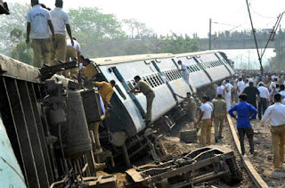 rajarani-express-disrupted-20-injured-in-rampur