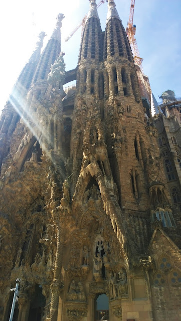 Travel Guide: Barcelona -- La Sagrada Familia