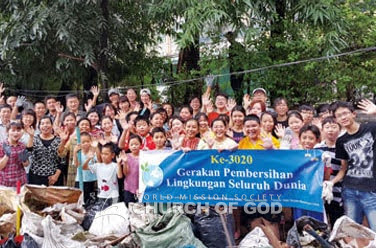 การทำความสะอาดบริเวณแม่น้ำอันอูทารา บันดูง ที่จาการ์ตา อินโดนีเซีย