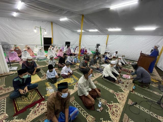 Nasib Muslim Minoritas di Komplek Taman Villa Meruya, Dihalangi Bikin Masjid, Tarawih Pakai Tenda